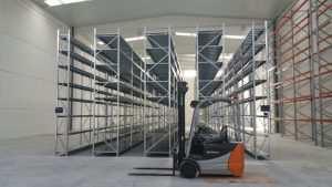 סוגי מדפים למחסן