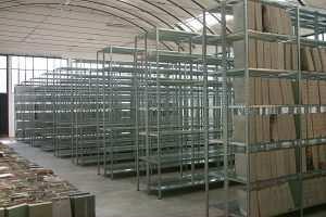 מדפים מודולריים למחסן ביתי
